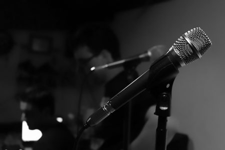 microphone-482258_640