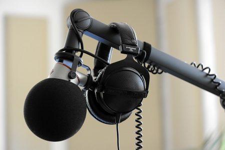 microphone-2885177_640