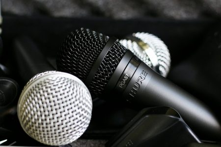 microphone-2782043_640