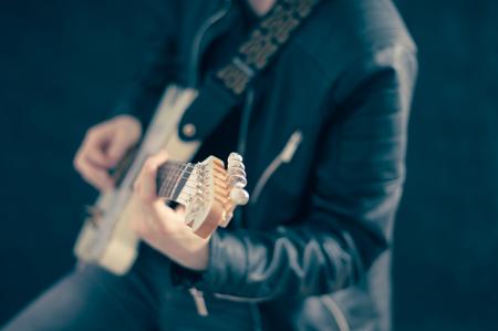 guitarist-768532_640