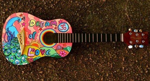 painted-guitar-1087209_640